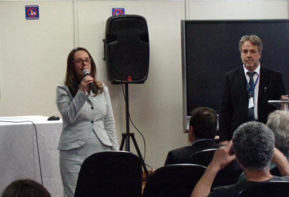 Superintendente Adjunta da 7ª RF da RFB Denise Esteves Fernandes e o Delegado Sindical da DS Rio de Janeiro Fernando Jorge